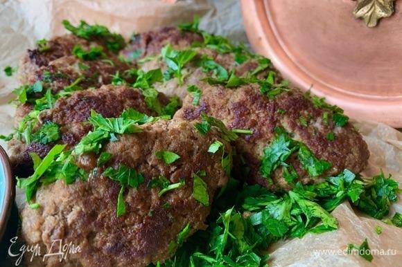 По желанию можно потушить еще под крышкой пару минут, добавив сливочное масло и веточку тимьяна.