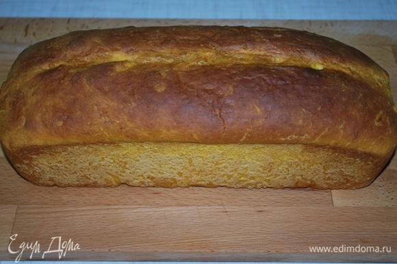 Готовый хлеб достаньте из формы и дайте ему остыть.