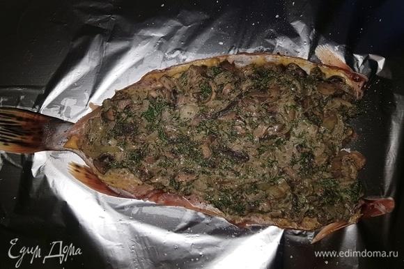 Выкладываем начинку на нижнюю часть филе.