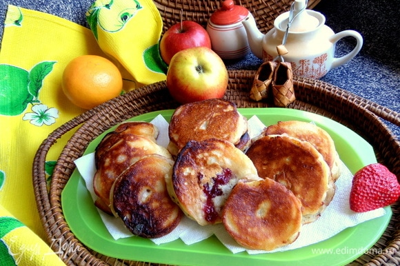 Из такого же теста готовим сладкие яблочные дольки в тесте — https://www.edimdoma.ru/retsepty/133098-yablochnye-dolki-s-dzhemom-v-klyare.