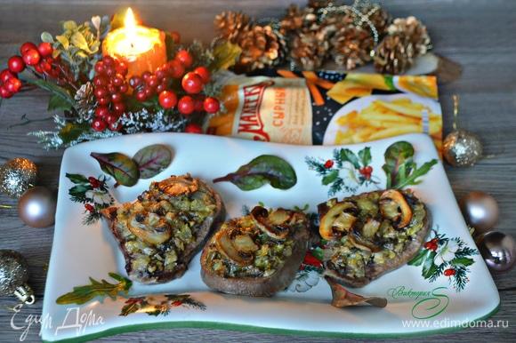 Готовое блюдо тут же подавайте к столу. Приятного вам аппетита и вкусных новогодних праздников!