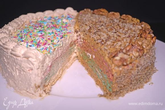 Отличное сочетание двух видов крема! Тортик очень вкусный и нарядный. Контраст очевиден, смотрится очень интересно. И не нужно готовить два разных торта, можно приготовить один интересный тортик «Два в одном».