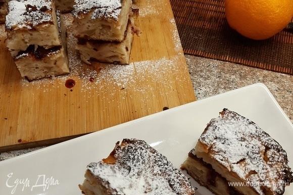 И так очень быстро мы получили не просто привычную шарлотку, а практически торт. Понадобится всего 30–45 минут. Сверху украсить сахарной пудрой, что напомнит нам о приближающемся празднике!