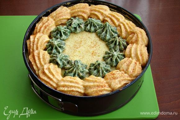 Верх украсить по своему вкусу цветной картофельной массой. По желанию слегка присыпать паприкой и поставить в разогретую до 180°C духовку еще минут на 15, до легкой румяной корочки.