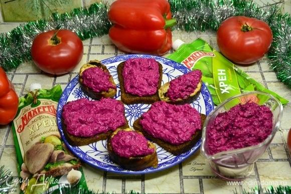Обязательно сразу подготовьте мясные рулетики и бутерброды с соусом на хлебе! Приятного всем аппетита!