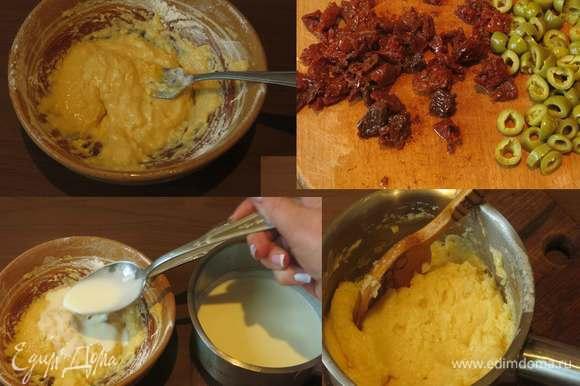 Готовим заправку и компоненты начинки. Смешиваем яйцо и муку, нагреваем сливки, вливаем 1 ложку в мучную смесь, перемешиваем и кладем смесь в сливки, перемешиваем и ставим нагреваться до загустения. Даем остыть. Пока нагреваются сливки, а потом остывает смесь, нарезаем помидоры вяленые, оливки, язык отварной. Фисташки заливаем кипятком, очищаем (в рецепте вес фисташек с оболочкой, чистый — грамм 20–25).