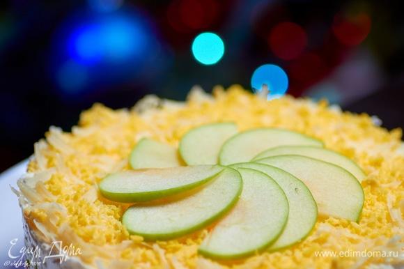Украсить тонкими ломтиками яблока. Приятного аппетита!