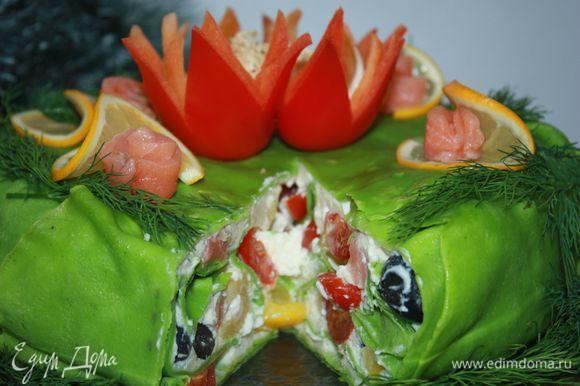 Торт в разрезе выглядит очень красиво.