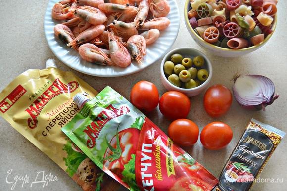 Подготовьте продукты, необходимые для приготовления салата.