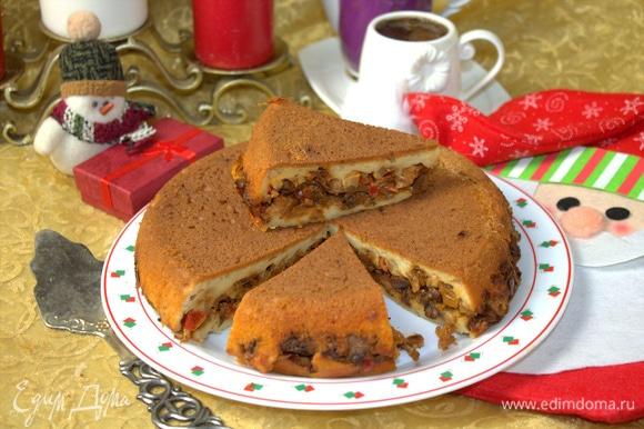 Пирог вкусен в теплом виде и в остывшем.