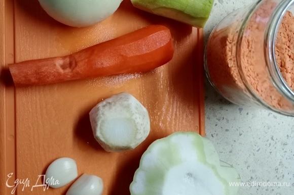 Выкладываю фото ингредиентов, чтобы было понятно, какого размера сельдерей и патиссон. Первый был размером с яйцо категории С0, второй — два яйца С0. Хотя все понимают, что указанное в рецептуре кол-во приблизительное и зависит от вкуса.