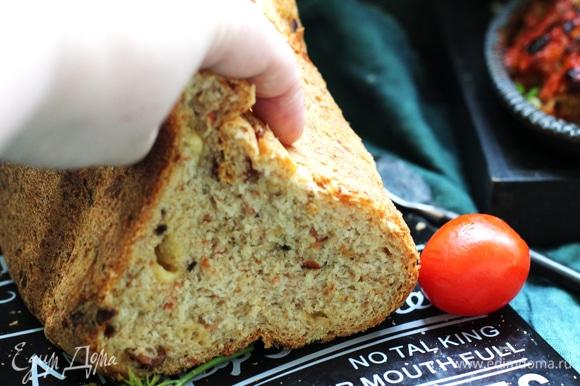 Мякиш очень пружинит. Хлеб хорош и на второй день.