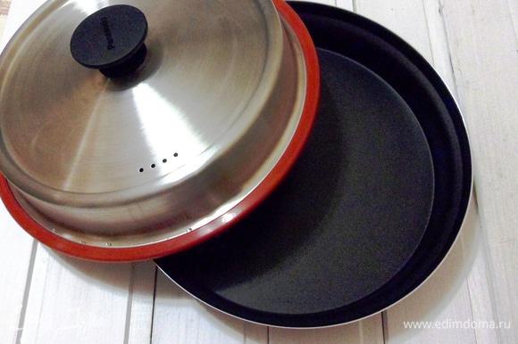 Теперь начинается самое интересное. К микроволновке Panasonic прилагается комплект Steam Plus Pot (пар + хрустящая корочка), который состоит из крышки, емкости и подставки для приготовления на пару. Емкость вместе с крышкой могут использоваться для жарки.