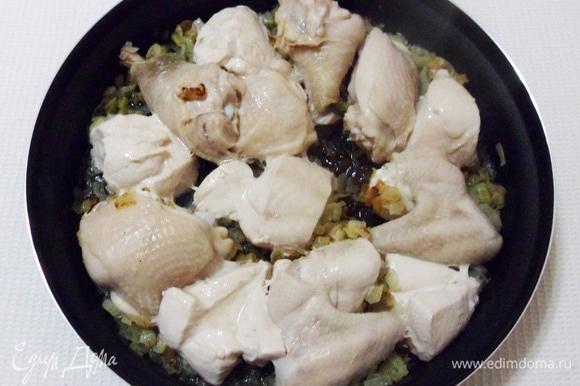 Кусочки куриного мяса за это время должны изменить свой цвет.
