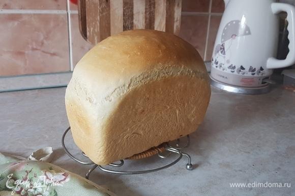Хлеб вытащить из формы и остудить на решетке.