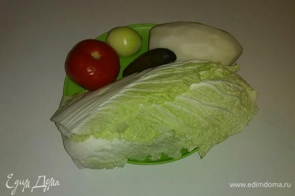 Вот все ингредиенты, которые понадобятся для приготовления этого салата. Мне понадобились 5 листьев китайского салата, в перечне ингредиентов указан их вес.