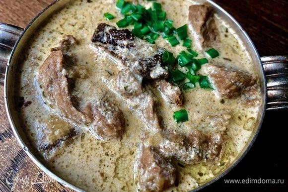 Соус невероятно ароматный! Мясо нежнейшее, отличное сочетание с крутонами, гренками, ржаным хлебом.