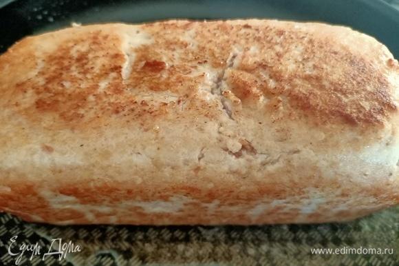 Достать из холодильника. Обжарить на растительном масле со всех сторон до золотистого цвета.