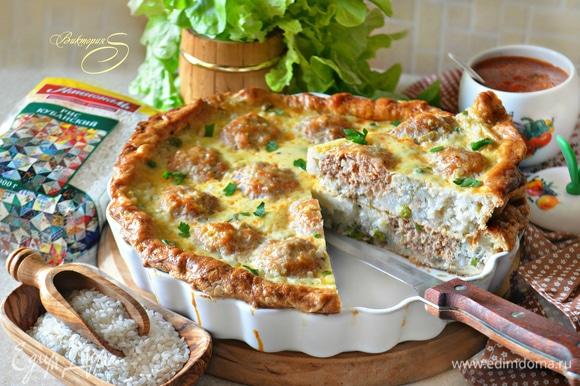 Остывший пирог прекрасно нарезается и держит форму. Вот такой аппетитный у него получился «внутренний мир»!