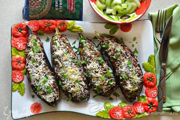 Подавайте баклажаны теплыми, посыпав свежей зеленью. Приятного вам аппетита!