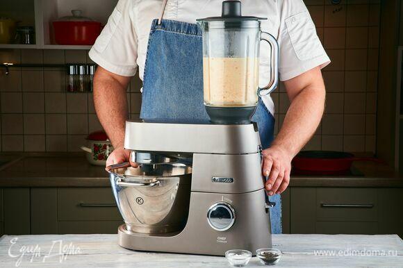 С помощью кухонной машины KENWOOD и насадки-блендер пюрируйте овощи с бульоном, в котором они варились.