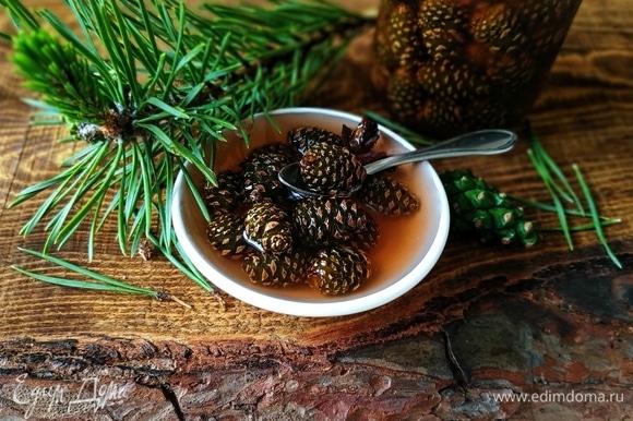 Варенье готово, шишки получаются мягкими, похожими на плотный мармелад. Всем здоровья!
