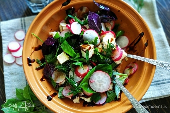 Летний салат готов. Приятного аппетита.