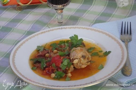 Летом можно к мясу подать салат из свежих овощей. И вино не помешает :)