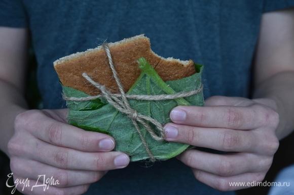 Выпекать эльфийский хлеб в духовке, разогретой до 200°C, в течение 15 минут.