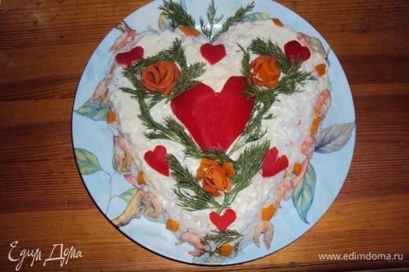 Подать салат к праздничному столу. Угощайтесь! Приятного аппетита!