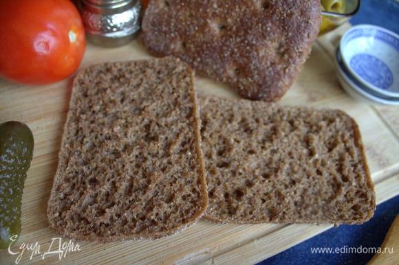 Я люблю сыр с ржаным хлебом. У нас продают такие хлебцы, разрезанные вдоль.