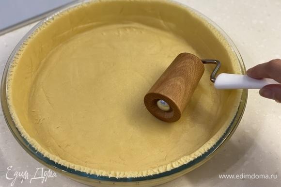 Распределить тесто по форме. Выпекать при 190°C 20 минут.