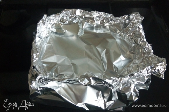 Накрываем фольгой, запечатываем и отправляем в духовку еще на 15 минут.