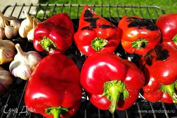 Из запеченных овощей икра получается очень ароматной и густой, не водянистой.