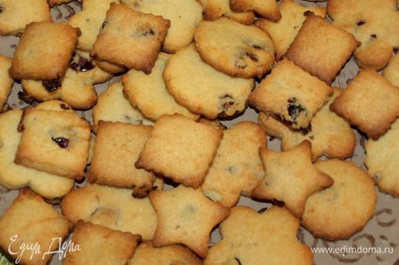 Достать готовое печенье. Дать остыть.