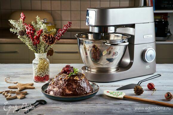 Спустя указанное время доставайте вкусный праздничный десерт и угощайте гостей!