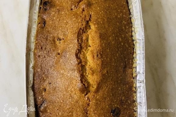 Кексы отправляем в разогретую до 160°C духовку на 90 минут. Готовые кексы охлаждаем на решетке.