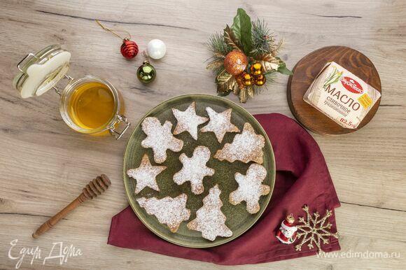 Красивое новогоднее печенье готово!