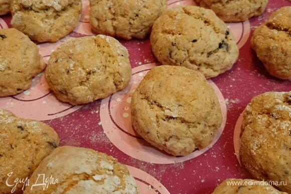 Выпекать при температуре 180°C 20 минут. Ароматное печенье остается мягким внутри и с легкой корочкой снаружи. Приятного аппетита!