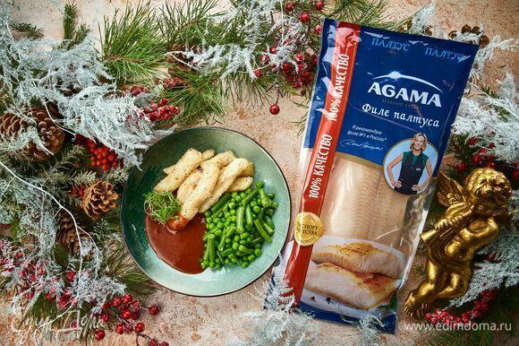 Яркое вкусное блюдо на праздничный стол готово! Подавайте рыбу с соусом и гарниром из стручковой фасоли и горошка.