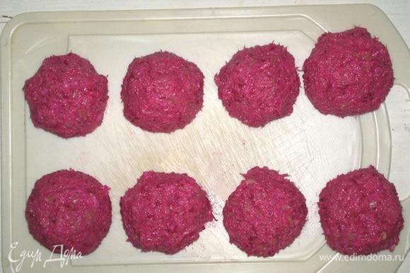 Из полученной массы сформовать шарики диаметром 3,5–4 см.