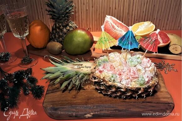 А если блюдо заправить йогуртом с тропическими фруктами (манго с семенами чиа или манго с маракуйей), получится суперский фруктовый салат. С наступающим Новым годом!