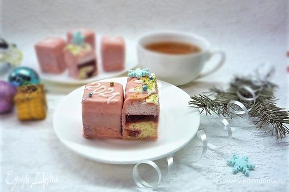 Украшаем на свой вкус и подаем этот вкуснейший десерт к чаю.