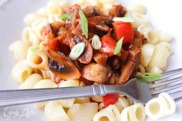 Подавайте с макаронами, отварным картофелем или любой кашей Очень вкусно!