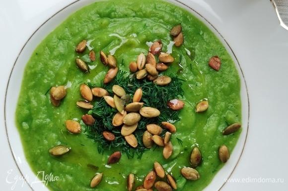 Еще люблю посыпать свежей зеленью. В особенности вкусно с кинзой и петрушкой.