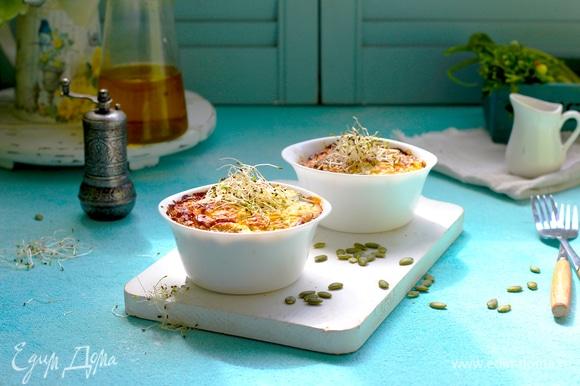 Запекаем в разогретой духовке 30–35 минут при температуре 180°C.