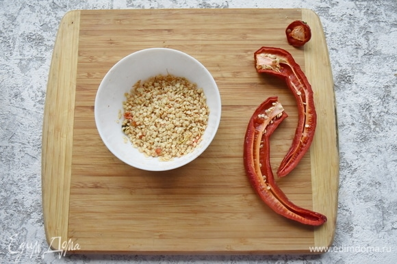 Семена не выбрасываю: я собираюсь добавить их в свой соус после того, как измельчу мякоть.