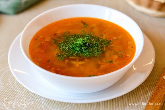 Подаем суп c мелко рубленным укропом. Приятного аппетита!