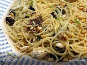Спагетти с рыбой, изюмом и кедровыми орешками