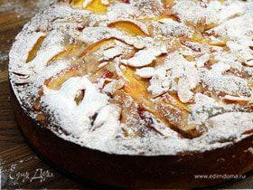 Миндальный торт с персиками